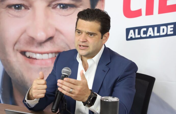 PACTA PACO CIENFUEGOS RECUPERACIÓN DE EMPLEO DE LA MANO DE CAINTRA Y EMPRESARIOS
